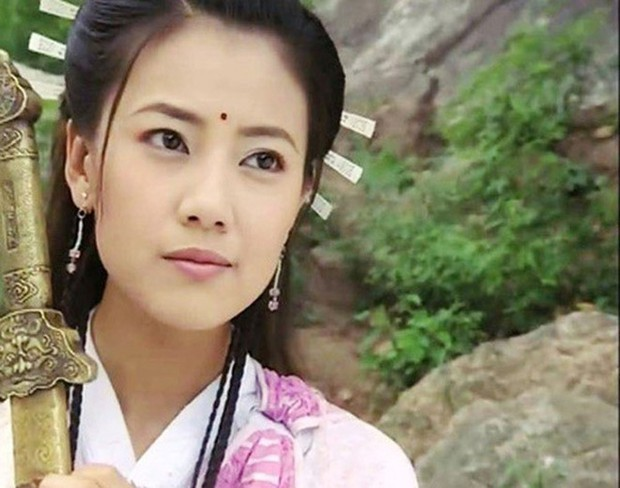 Muôn vẻ Chu Chỉ Nhược qua các thời kì: Cô 2009 như mẹ Trương Vô Kỵ, nàng 2019 xinh như nữ thần! - Ảnh 12.