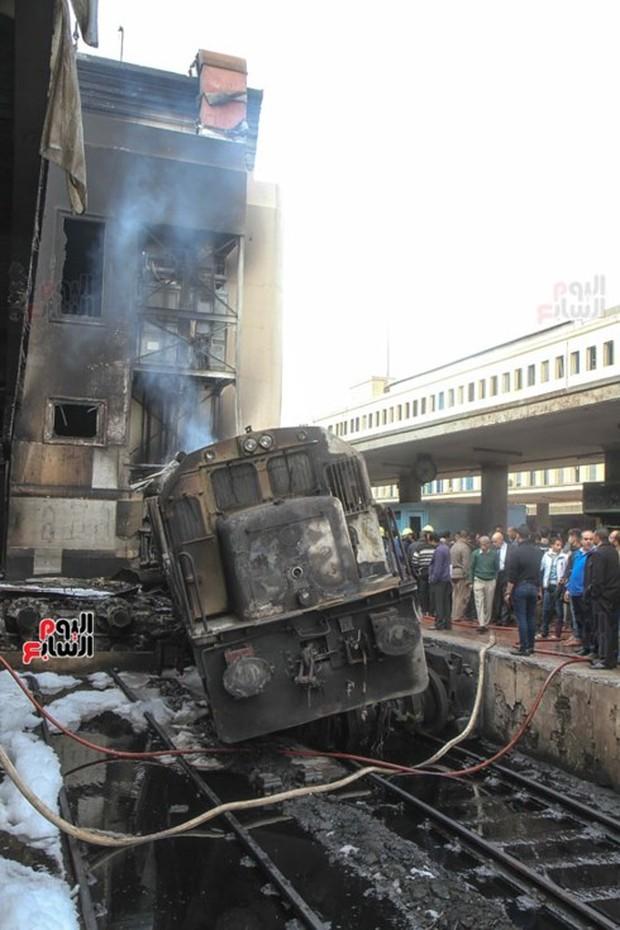 Vụ tai nạn tàu hỏa ở Ai Cập: 6 người bị bắt tạm giam - Ảnh 1.