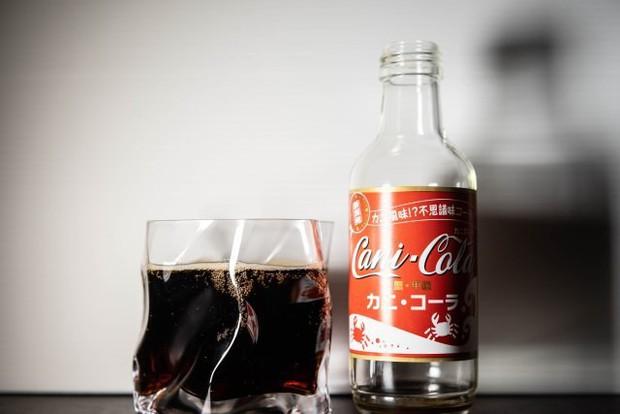 Người Nhật review Coca vị cua: Không bị tanh, giống Coca-Cola thường pha chút hải sản - Ảnh 3.