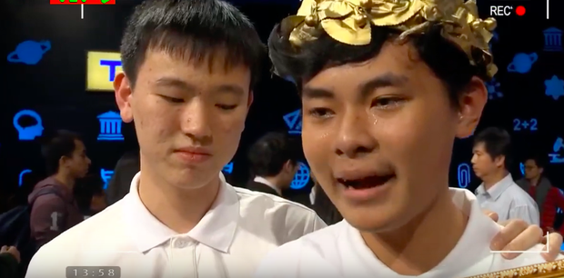 Chủ quan tại phần thi Về đích, hot boy Nghệ An khiến khán giả bật khóc nức nở vì tuột mất cơ hội vào Chung kết năm Olympia 2019 - Ảnh 7.