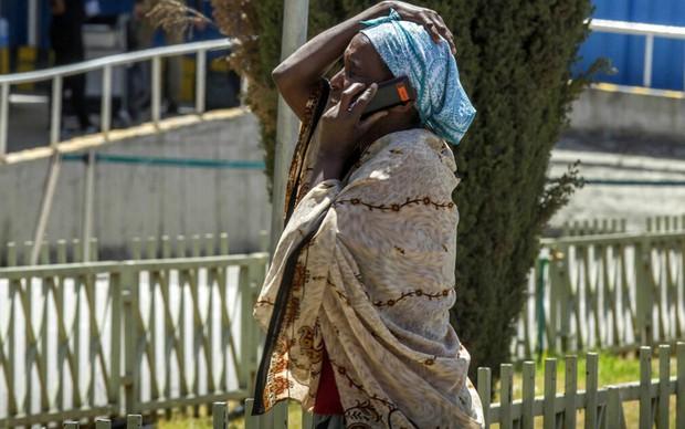 Hiện trường rơi máy bay thảm khốc ở Ethiopia: Thi thể nạn nhân la liệt, khung cảnh tang thương đầy ám ảnh - Ảnh 9.