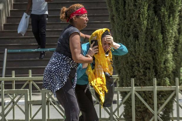 Hiện trường rơi máy bay thảm khốc ở Ethiopia: Thi thể nạn nhân la liệt, khung cảnh tang thương đầy ám ảnh - Ảnh 7.