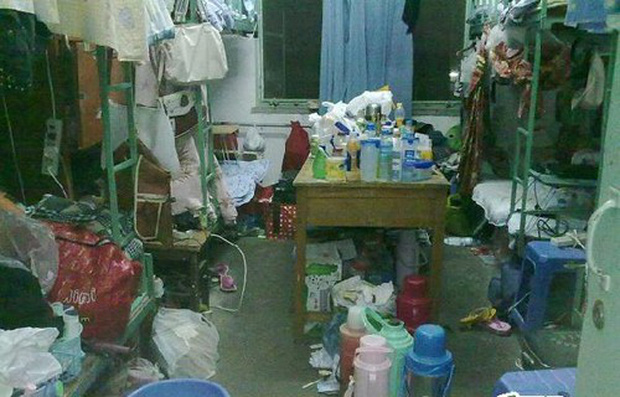 Khiếp hãi với những phòng ký túc bẩn thỉu bừa bộn của sinh viên: Ăn chung, ngủ chung với rác! - Ảnh 3.