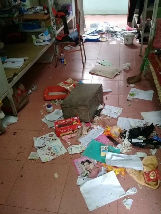 Khiếp hãi với những phòng ký túc bẩn thỉu bừa bộn của sinh viên: Ăn chung, ngủ chung với rác! - Ảnh 10.
