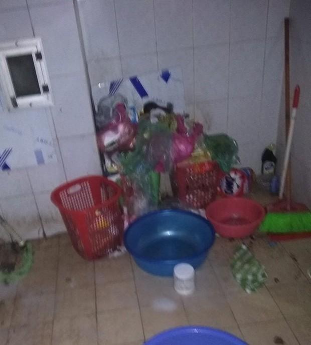 Khiếp hãi với những phòng ký túc bẩn thỉu bừa bộn của sinh viên: Ăn chung, ngủ chung với rác! - Ảnh 12.