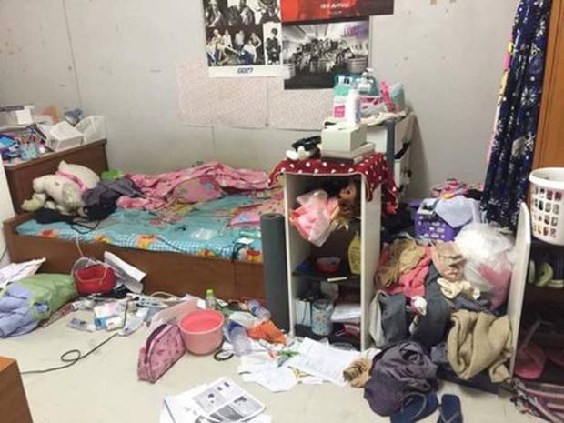 Khiếp hãi với những phòng ký túc bẩn thỉu bừa bộn của sinh viên: Ăn chung, ngủ chung với rác! - Ảnh 19.