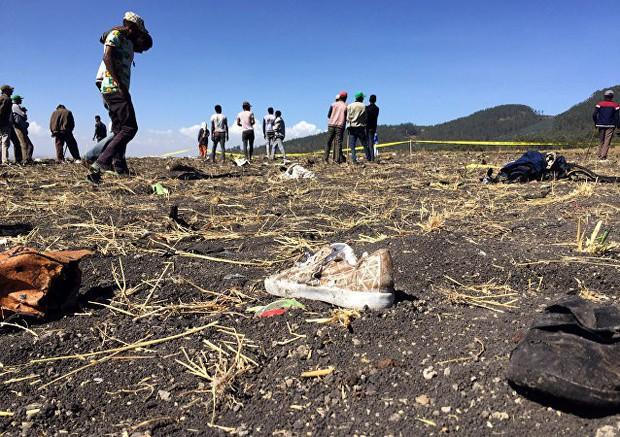 Hiện trường rơi máy bay thảm khốc ở Ethiopia: Thi thể nạn nhân la liệt, khung cảnh tang thương đầy ám ảnh - Ảnh 4.