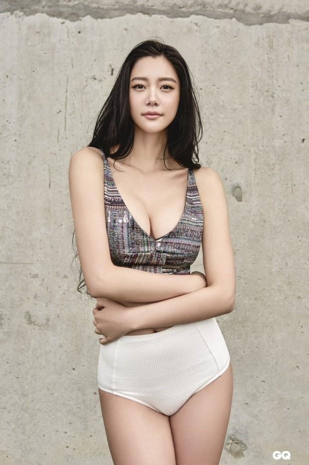 Chỉ cần mang giới tính nữ và có tiếp xúc là thành tiểu tam, chắc cả thế giới ngoại tình với Song Joong Ki mất thôi! - Ảnh 11.