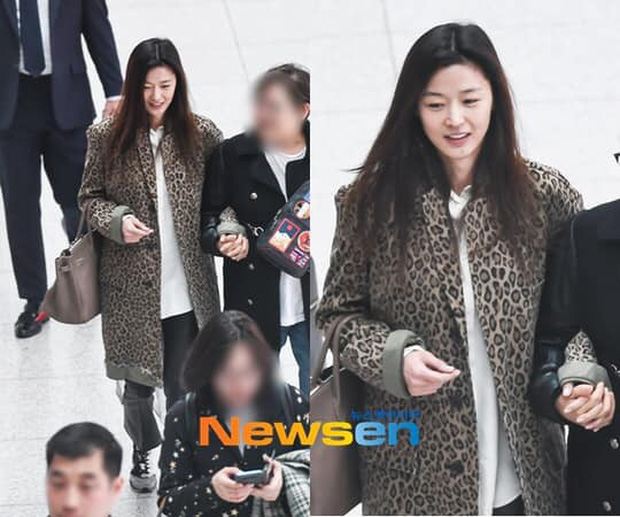 """Chưa cần trang điểm hay ăn vận lồng lộn, Jeon Ji Hyun đã """"auto sang chảnh"""" chỉ nhờ đeo kính râm - Ảnh 1."""