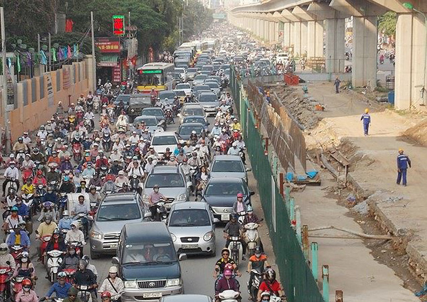 Hà Nội thí điểm cấm xe máy trên đường Nguyễn Trãi, Lê Văn Lương - Ảnh 1.