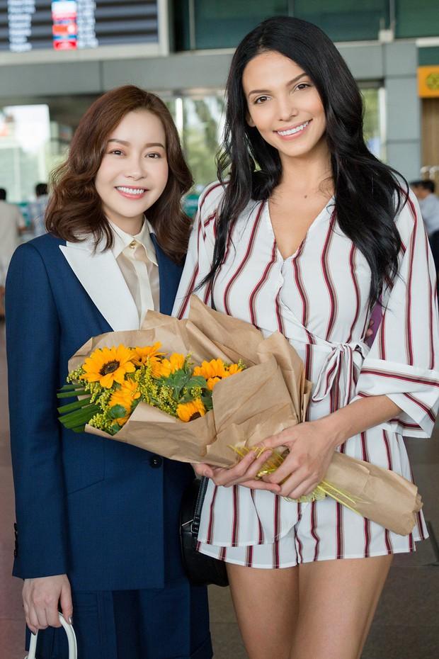Mỹ nhân đánh bại Minh Tú đăng quang Miss Supranational khoe nhan sắc rạng rỡ ở sân bay Việt Nam - Ảnh 6.