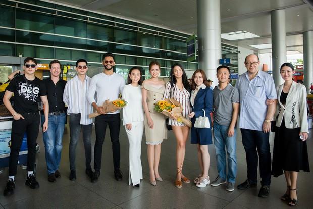 Mỹ nhân đánh bại Minh Tú đăng quang Miss Supranational khoe nhan sắc rạng rỡ ở sân bay Việt Nam - Ảnh 10.