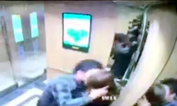 Nữ sinh viên bị cưỡng hôn trong thang máy lên tiếng sau khi làm việc với công an - Ảnh 1.