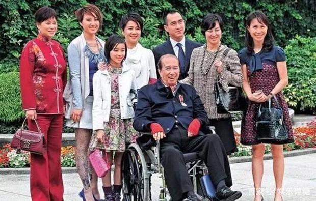 Thâm cung nội chiến phiên bản vua sòng bài Macau: 4 bà vợ tranh từng hào, 17 người con tài giỏi đi liền với tai tiếng - Ảnh 1.