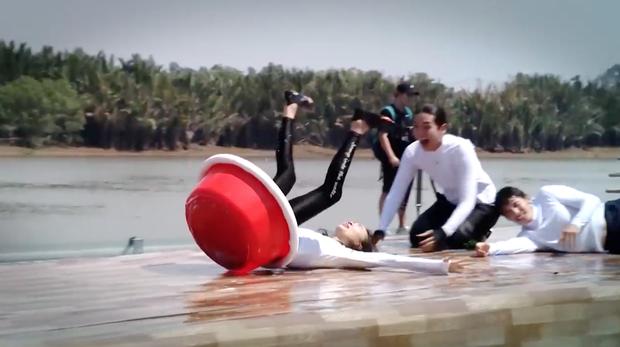 Running Man Vietnam tung clip nhá hàng: Dàn sao Việt vật lộn, xé bảng nhau cực căng! - Ảnh 3.