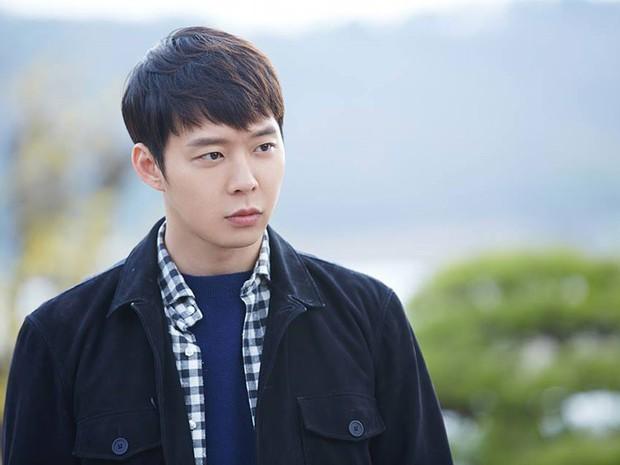 Trước Seungri đã có những idol đình đám nào vì scandal mà thân bại danh liệt, sự nghiệp lao đao? - Ảnh 2.