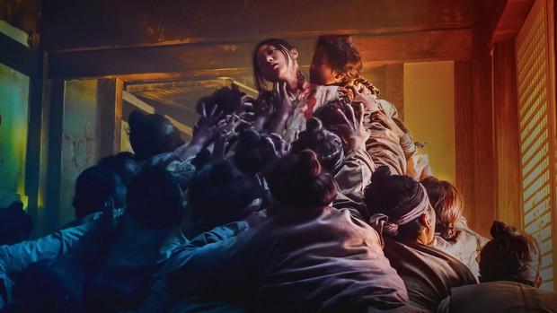 Vận xui của Kingdom là đây: Quay hai phần phim lần nào cũng có thành viên đoàn phim chết - Ảnh 1.
