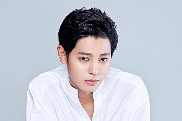 Nín thở trước danh tính 2 sao nữ tiếp theo bị nghi liên quan đến chatroom tình dục của Seungri và Jung Joon Young - Ảnh 1.