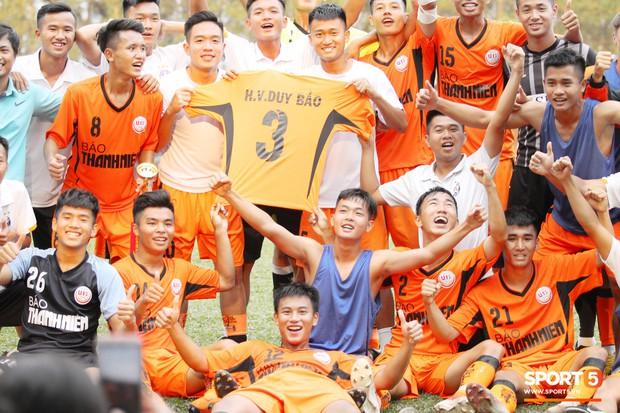 Duy Pinky và nghĩa cử cao đẹp dành cho cầu thủ bị gãy chân của U19 Đà Nẵng - Ảnh 3.