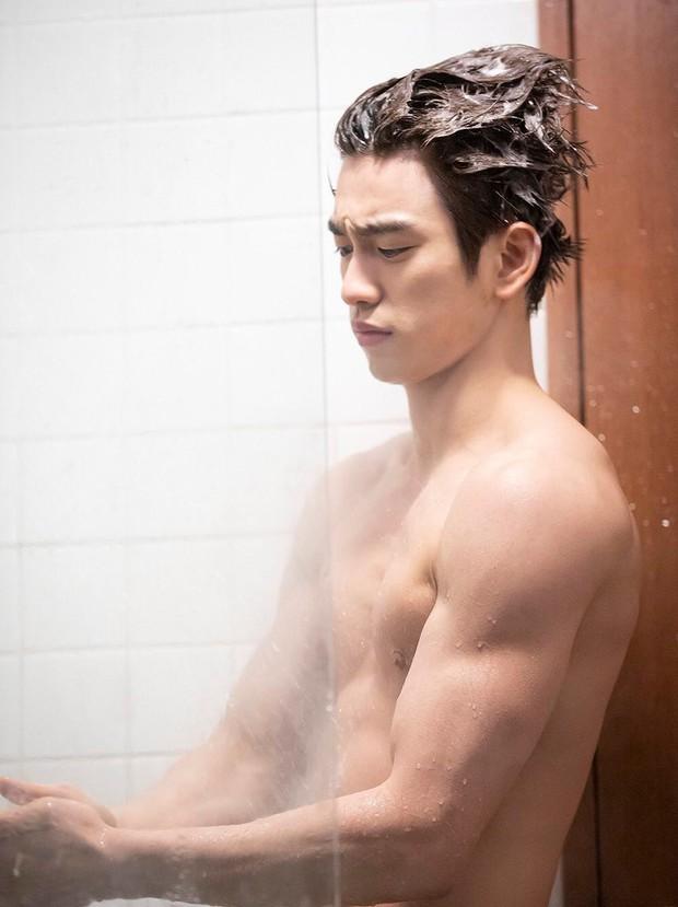 Tréo ngoe phận nam chính phim Hàn: Người được khoe thân quyến rũ, kẻ bị đánh má nhận không ra - Ảnh 12.
