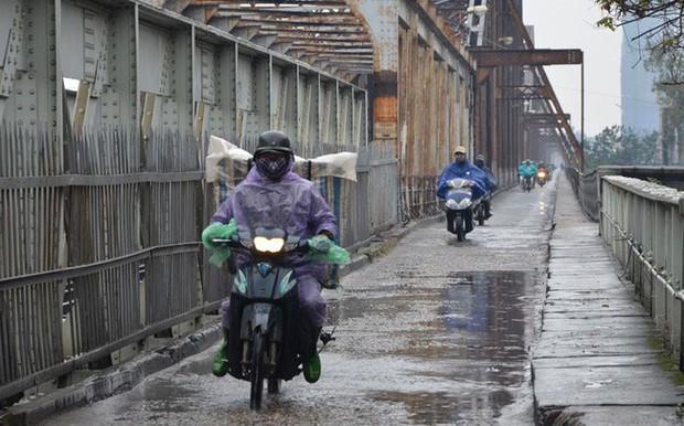 Ngày mai, Bắc Bộ đón đợt không khí lạnh mới, trời mưa rào và rét - Ảnh 1.