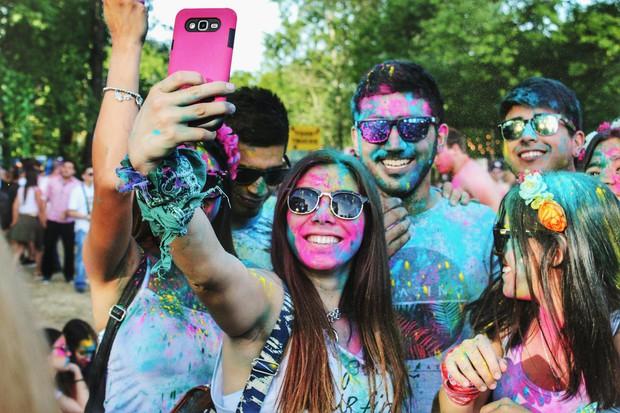 Hot trend mới giờ là chụp ảnh chân dung, không phải selfie như ngày xưa nữa rồi nhé - Ảnh 1.