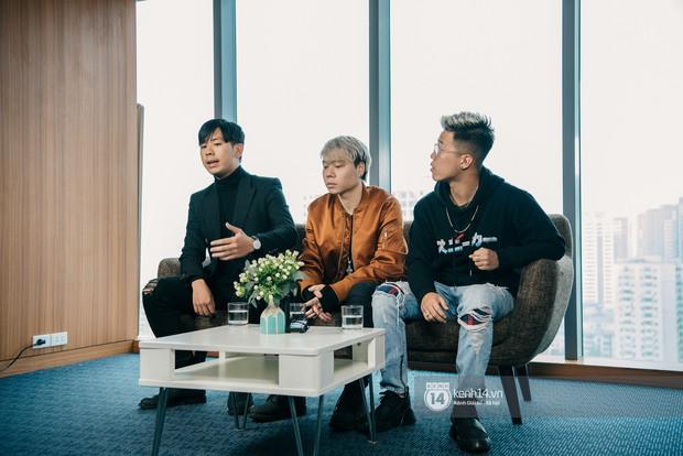 Nhóm nhạc của Richchoi khẳng định không đốt sách của học sinh; con trai bảo vệ dẫn vào trường quay MV - Ảnh 4.