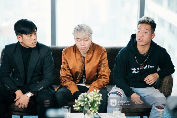 Nhóm nhạc của Richchoi khẳng định không đốt sách của học sinh; con trai bảo vệ dẫn vào trường quay MV - Ảnh 2.