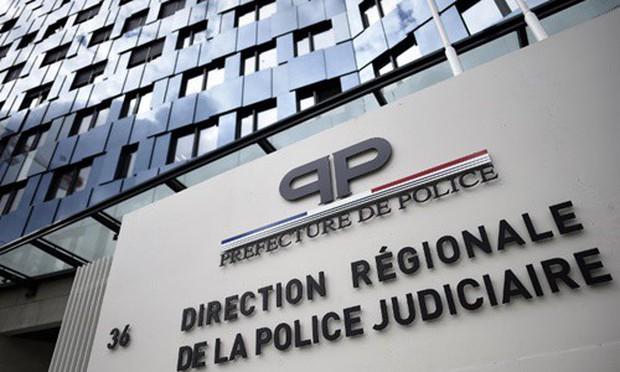Thi xem ai rút súng nhanh hơn, nữ cảnh sát Pháp bị đồng nghiệp bắn thẳng vào đầu - Ảnh 1.