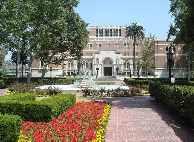 Phản ứng của 8 trường đại học top đầu Mỹ sau khi vướng vào bê bối chạy điểm chấn động thế giới - Ảnh 1.