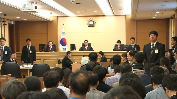Bị 10 nạn nhân tố quay lén và tung clip sex, Jung Joon Young có thể sẽ phải đối mặt với mức án nặng đến mức nào? - Ảnh 1.