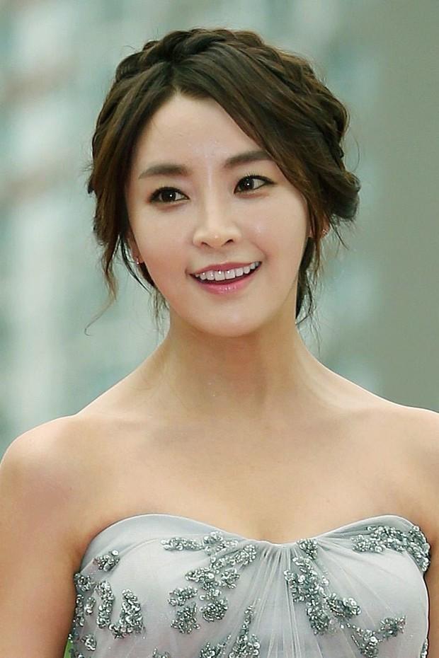 Nín thở trước danh tính 2 sao nữ tiếp theo bị nghi liên quan đến chatroom tình dục của Seungri và Jung Joon Young - Ảnh 6.
