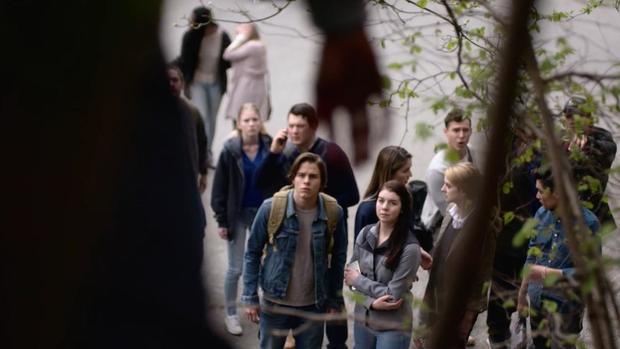 The Order - Hàng loạt tân sinh viên chết tức tưởi ở Belgrave do phép thuật đen hay ma sói? - Ảnh 2.