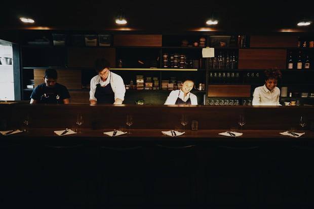 Tưởng thời đại khách hàng là thượng đế đã mai một, nhưng vẫn có nhà hàng chiều khách tới bến như thế này - Ảnh 4.