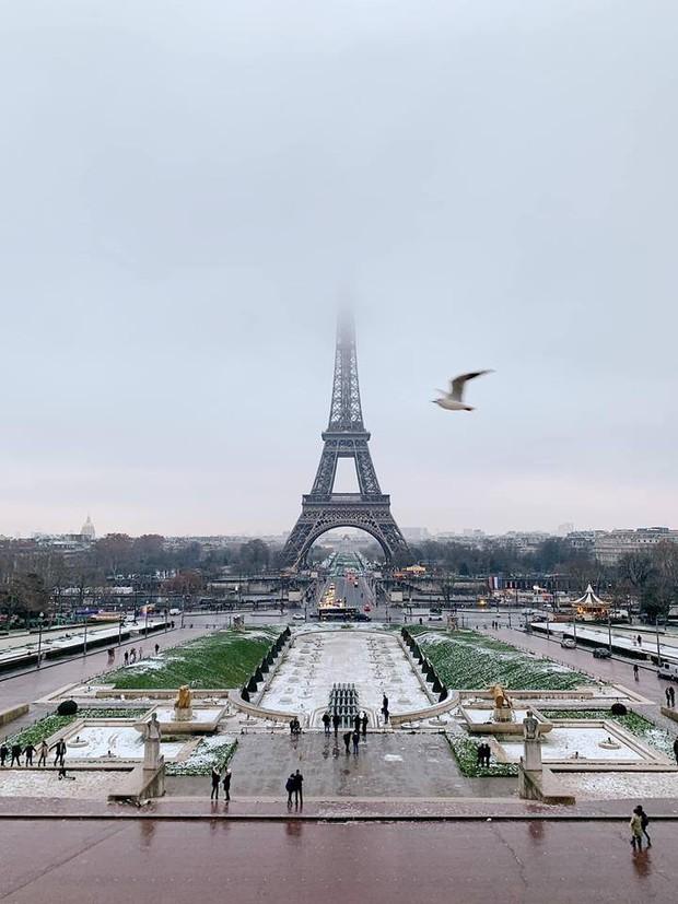 Từ ca sĩ, hot girl cho đến hội rich kids, ai cũng đổ xô đến Paris check-in nhiệt tình trong những ngày vừa qua - Ảnh 1.