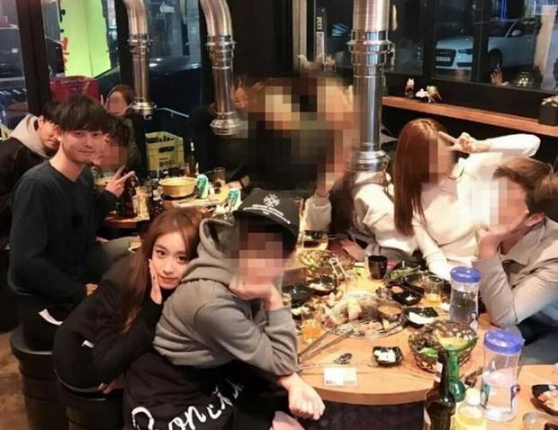 Hội bạn gái tin đồn đẹp như tiên làm gì, phản ứng ra sao giữa tâm bão bê bối chấn động của Seungri, Jung Joon Young? - Ảnh 2.