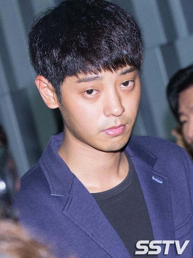 Loạt điểm giống nhau khó tin giữa Seungri và Jung Joon Young: Ngoại hình, sở thích xem phim 18+ đến vẻ mặt nhìn sao nữ - Ảnh 4.