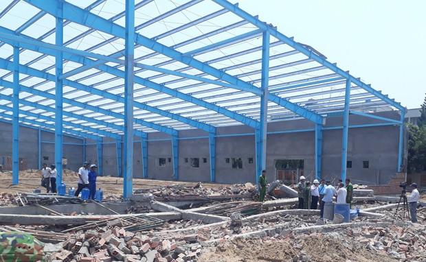 Vĩnh Long: Sập tường công trình nhà xưởng vùi lấp ít nhất 15 công nhân, 5 người tử vong - Ảnh 2.