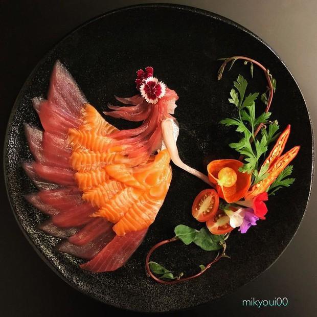 Chỉ xem Youtube, ông bố Nhật đã tạo ra những tác phẩm nghệ thuật đáng kinh ngạc từ cá sống - Ảnh 2.