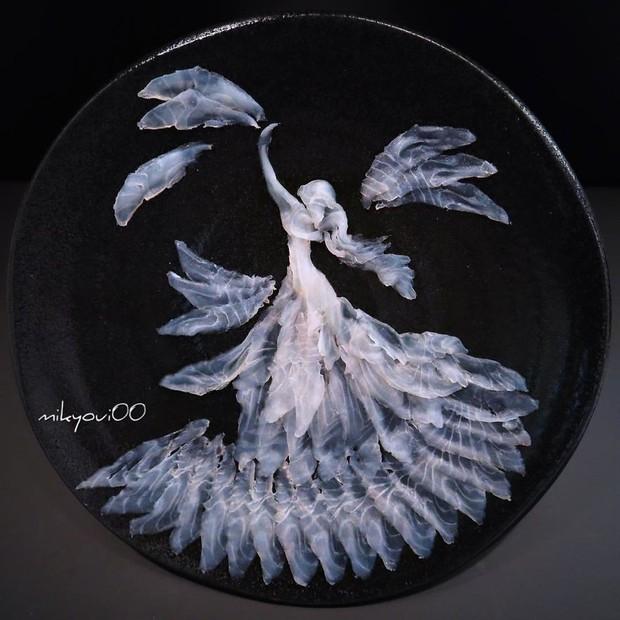 Chỉ xem Youtube, ông bố Nhật đã tạo ra những tác phẩm nghệ thuật đáng kinh ngạc từ cá sống - Ảnh 3.