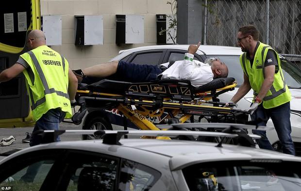 Xả súng đẫm máu tại New Zealand: Kẻ thủ ác livestream từ đầu đến cuối, ít nhất 49 người thiệt mạng - Ảnh 7.