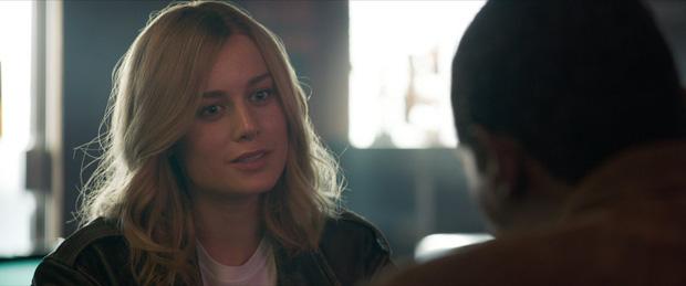 Trailer Endgame khiến fan Avengers tranh cãi kịch liệt vì lớp trang điểm đậm của chị đại Captain Marvel - Ảnh 2.