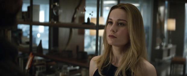 Trailer Endgame khiến fan Avengers tranh cãi kịch liệt vì lớp trang điểm đậm của chị đại Captain Marvel - Ảnh 3.