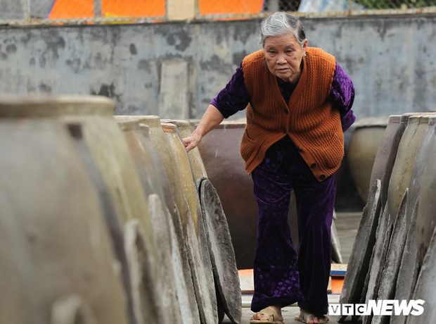 Ảnh: Cận cảnh quy trình sản xuất nước mắm truyền thống, 2 năm mới cho ra thành phẩm - Ảnh 3.