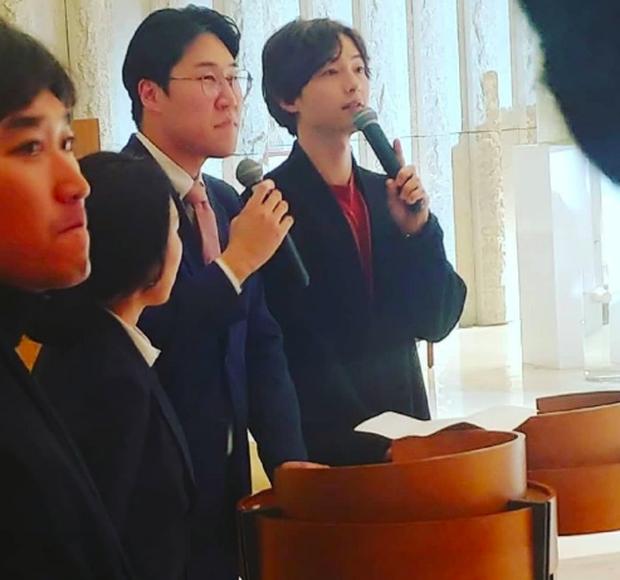 Song Joong Ki tham gia đám cưới bạn thân: Tươi tắn, rạng rỡ nhưng không đeo nhẫn cưới, không đi cùng Song Hye Kyo - Ảnh 2.