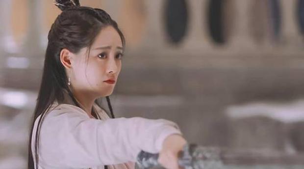 Tân Ỷ Thiên Đồ Long Ký được remake 8 lần, nhưng cảnh Chu Chỉ Nhược đâm Trương Vô Kỵ một kiếm vẫn nhận gạch - Ảnh 5.