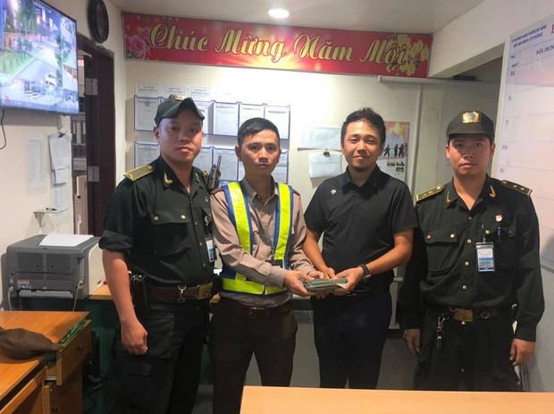 Trả lại 700 triệu cho du khách Trung Quốc để quên ở bãi đỗ xe sân bay Đà Nẵng - Ảnh 1.