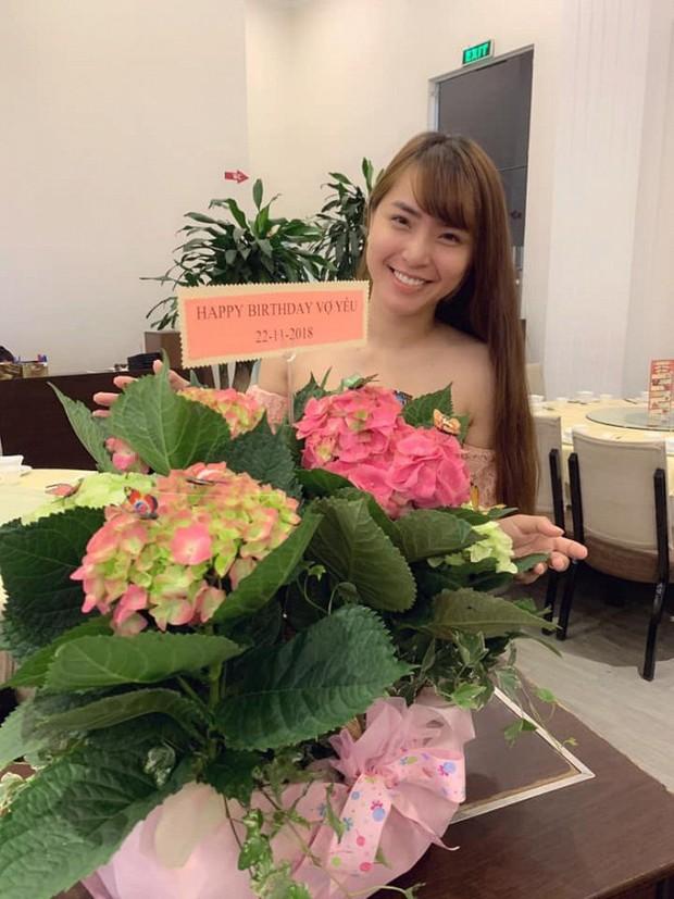 Hải Băng khoá môi Thành Đạt cực lãng mạn trong ngày sinh nhật tròn 35 tuổi của chồng - Ảnh 3.