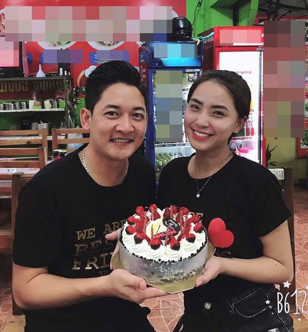 Hải Băng khoá môi Thành Đạt cực lãng mạn trong ngày sinh nhật tròn 35 tuổi của chồng - Ảnh 4.