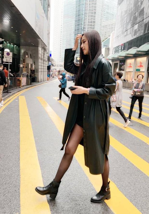 Đụng độ gam màu trắng, 2 hot mom Hà Tăng - Đặng Thu Thảo chiếm sóng trong street style tuần này - Ảnh 6.